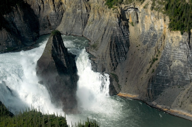 Virginia Falls, Nahanni River